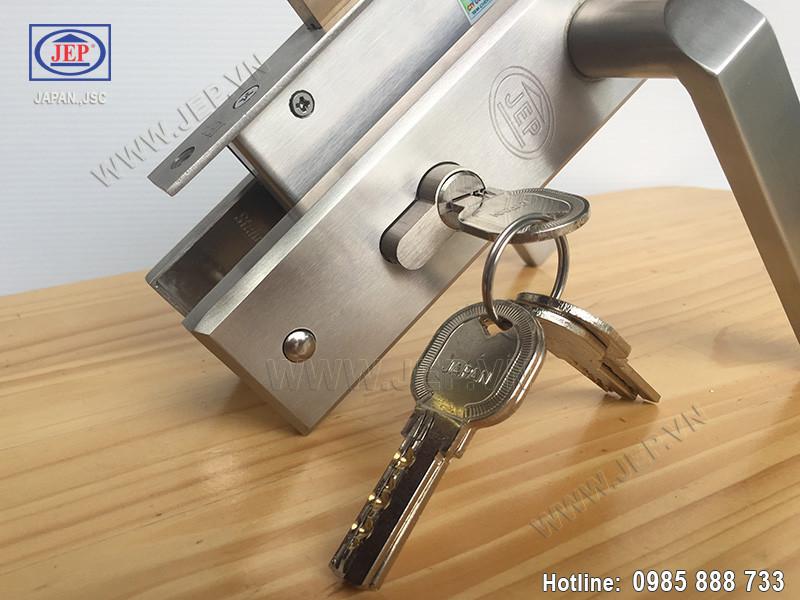 Khóa cửa tay gạt MC39 inox sus304-1